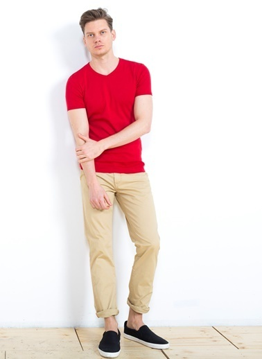Cazador V Yaka Tişört Kırmızı
